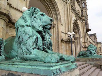 Löwen am Eingang des Welfenschlosses